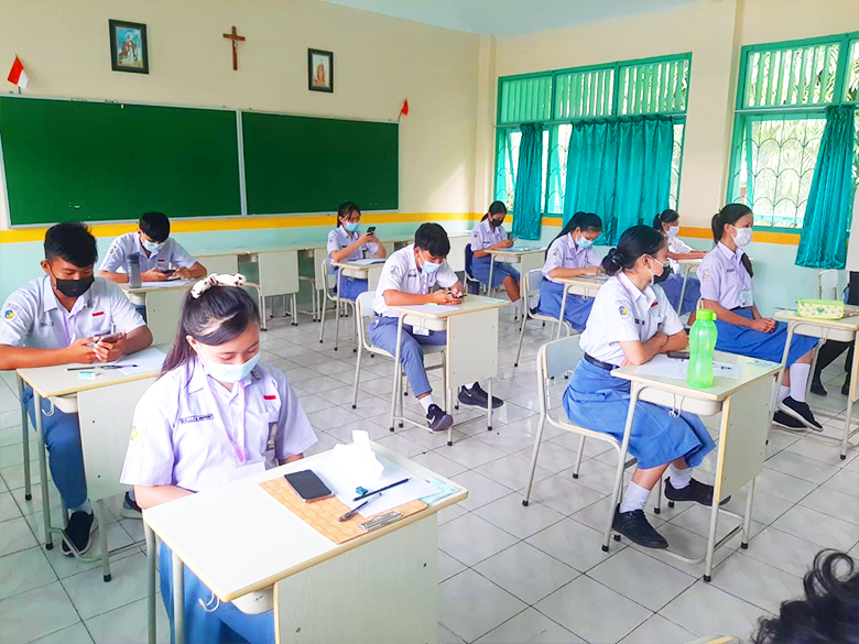 Pelaksanaan Ujian Akhir Sekolah Kelas XII
